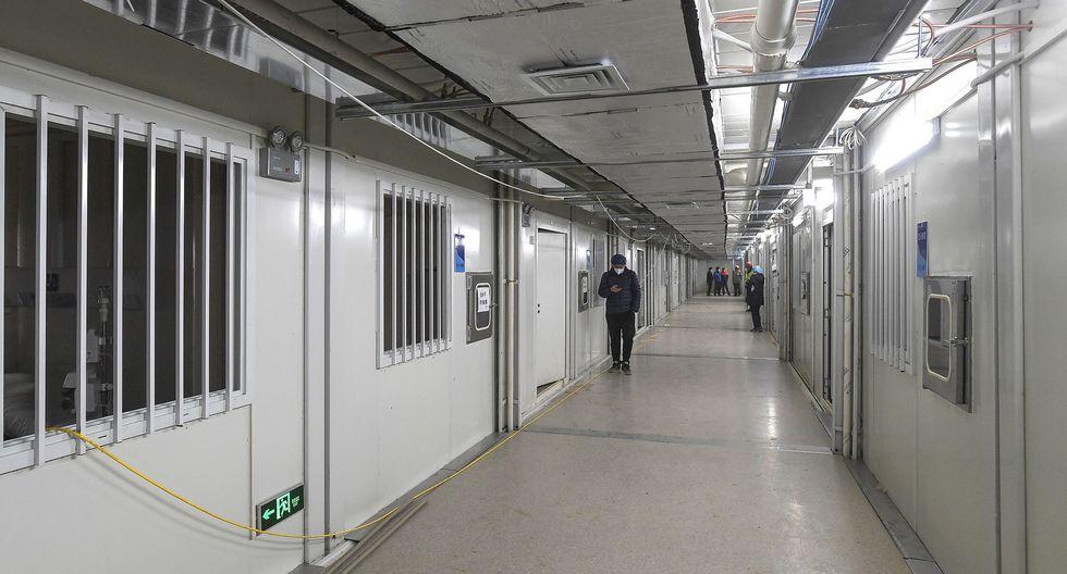 Esta foto muestra una vista interior del hospital Huoshenshan, que significa