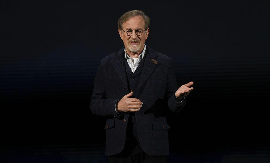 Steven Spielberg habla durante un evento de lanzamiento del producto Apple en el Teatro Steve Jobs en Apple Park el 25 de marzo de 2019 en Cupertino, California. (Foto: AFP)