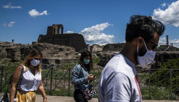 Coronavirus en Italia | Ultimas noticias | Último minuto: reporte de infectados y muertos hoy martes 26 de mayo del 2020. | Covid-19 | Un grupo de turistas visita Pompeya. (Foto: Tiziana FABI / AFP).