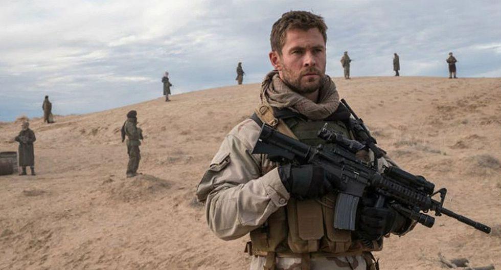 """Así lucía Chris Hemsworth en la película """"Tropa de héroes"""". (Foto: Warner Bros)"""