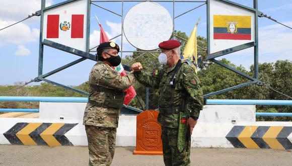 Jefe del Comando Conjunto de las Fuerzas Armadas se reunió con su homólogo de Ecuador y anunció que la frontera con este país continuará cerrada. (Foto: CCFFAA)