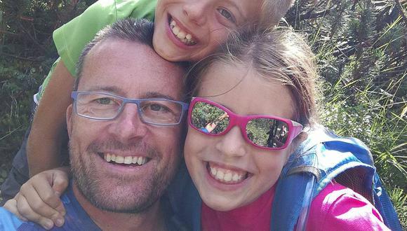 Mario Bressi junto a sus hijos Diego y Elena. (Foto: Facebook).