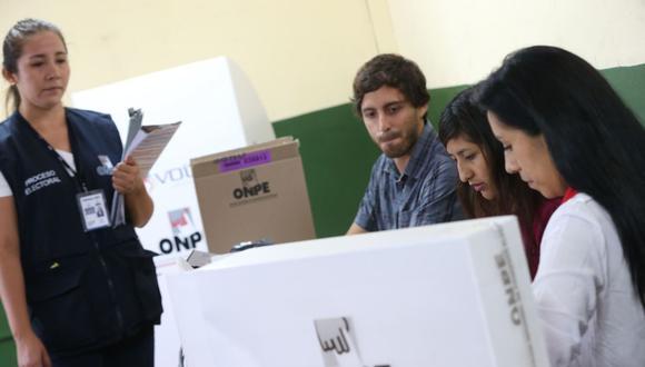 Los miembros de mesa cumplen una labor muy importante durante las elecciones en el Perú   Foto: Andina