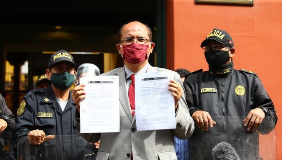 Procurador Luis Huerta llega al Tribunal Constitucional para presentar demanda en contra de vacancia presidencial. Foto: Fernando Sangama/Grupo El Comercio