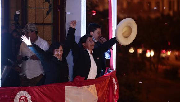 Pedro Castillo dio su primer 'balconazo' como presidente electo (Foto: Giancarlo Avila / @photo.gec)