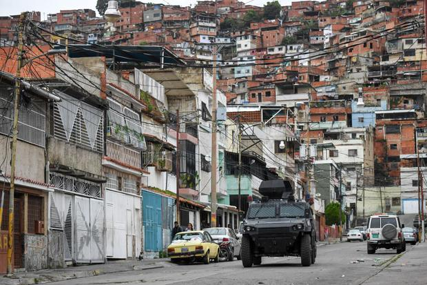 After a confrontation with members of a criminal gang in Caracas, Venezuela on July 21, 2021, a VN-4 armored vehicle from a special unit of the National Police travels on one of the main streets in the vicinity of Kota 905.  (Federico Para / AFP).
