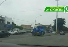 Cercado: así invaden la pista para estacionar maquinaria