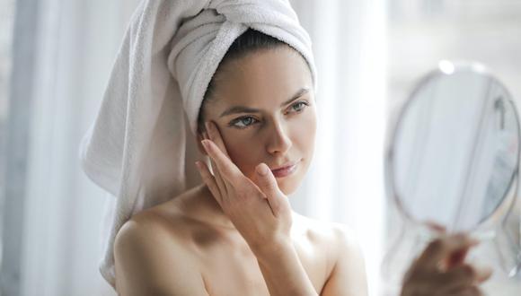 Los especialistas recomiendan usar productos para pieles sensibles y evitar exfoliarte el rostro. (Foto: Pexels)