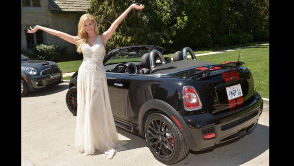 Playmate 2014 es premiada con Mini John Cooper Works Roadster  - 1