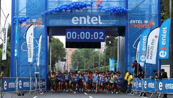 La carrera de 10 kilómetros empezó y terminó en el Circuito Mágico del Agua.
