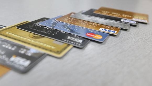 Las entidades financieras podrán emitir tarjetas de crédito físicas sin incluir el nombre del cliente, según la SBS. (Foto: GEC)