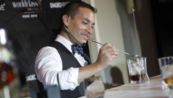Joel Chirinos compite por ser el mejor bartender del mundo