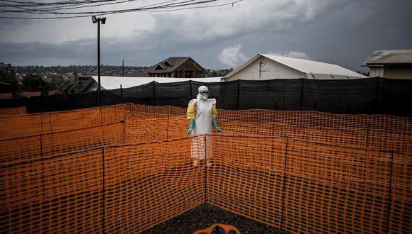 Un trabajador que atendía pacientes de ébola en la República Democrática del Congo en 2018. (Foto: John WESSELS / AFP)