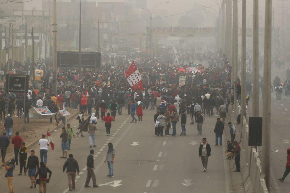 Según la policía, participaron unas 6 mil personas en la marcha contra el peaje. (Alessandro Curratino / GEC)
