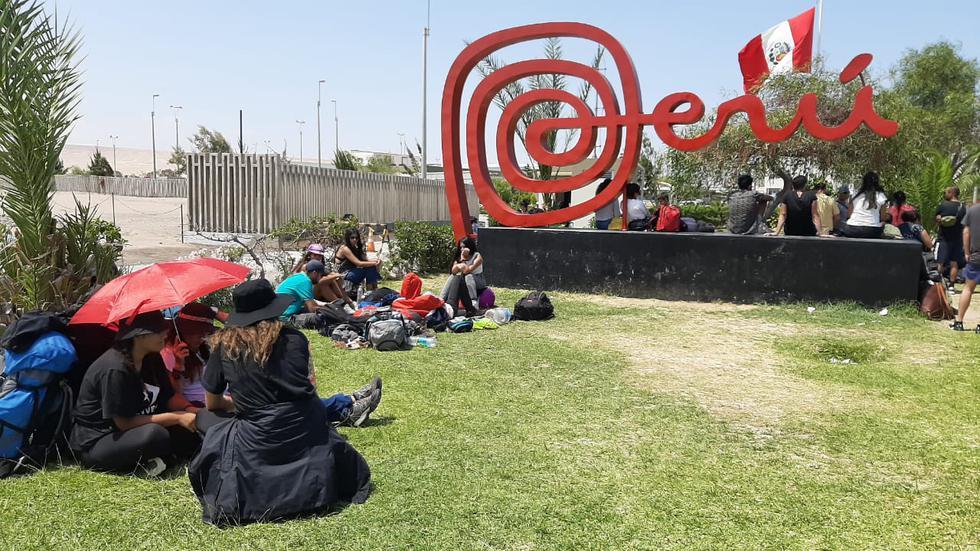 Luego de las conversaciones entre funcionarios del Cancillería chilena y las autoridades peruanas, más de 100 turistas chilenos que se encontraban varados en Tacna, fueron permitidos de regresar a su país, esta tarde (Foto: Ernesto Suárez)