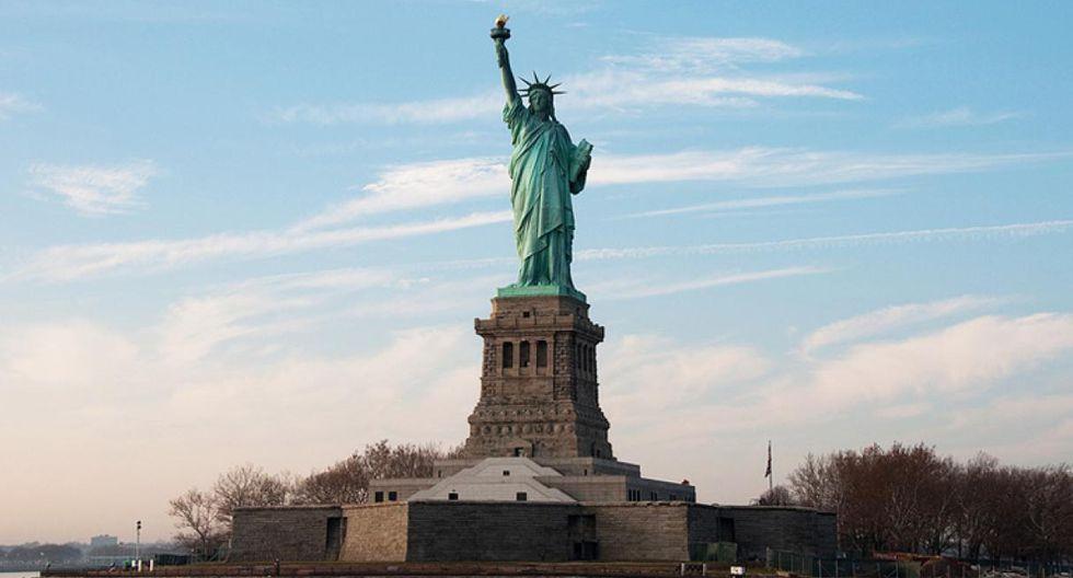Estatua de la Libertad. Este monumento es uno de los más famosos de Nueva York y del mundo. Se encuentra en Estados Unidos en la isla de la Libertad. (Foto: albertizeme / Flickr)