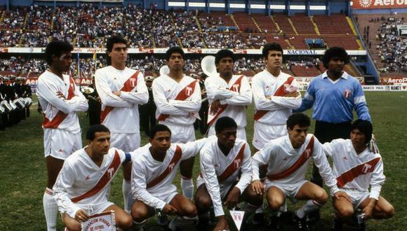 Equipo titular de la selección peruana que enfrentó a Bolivia el 10 de setiembre de 1989. Solo ocho mil hinchas asistieron al Estadio Nacional para confirmar nuestra eliminación en el Las Eliminatorias al Mundial Italia 1990. (Foto: Archivo El Comercio)
