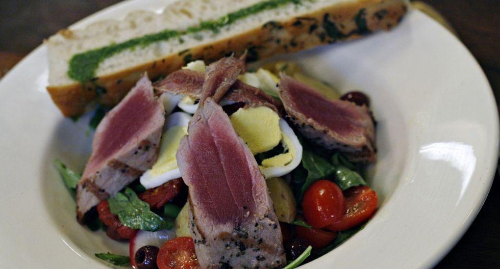 El atún es un pescado que suele ser consumido en diversas presentaciones. (Foto: Bloomberg)