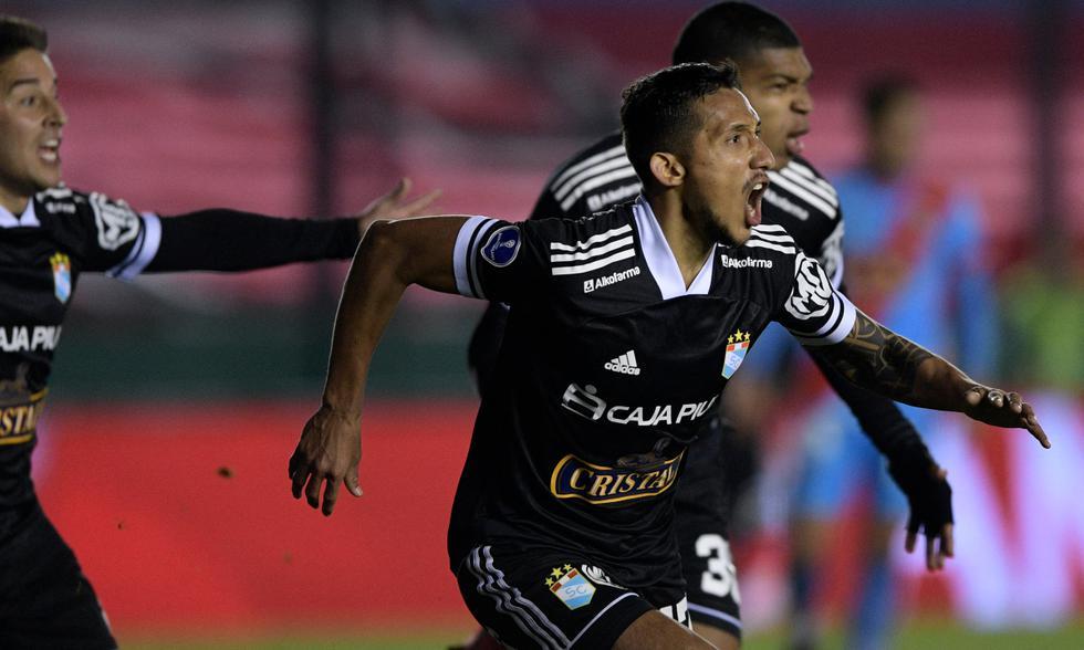 Arsenal y Cristal chocaron en la vuelta de octavos de final de la Copa Sudamericana 2021.   Foto: AFP