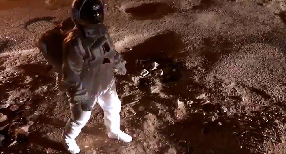 Se disfrazó de astronauta para protestar por los baches de su calle y se vuelve viral en redes sociales. (Facebook | Baadal Nanjundaswamy)