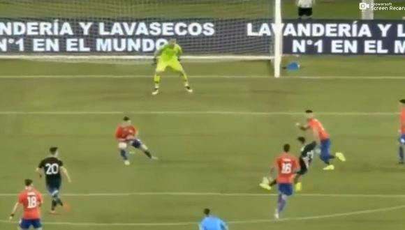 En su regreso a la selección chilena, el golero Claudio Bravo se lució con una gran intervención en el amistoso que sostiente 'La Roja' ante la albiceleste. (Foto: captura de video)