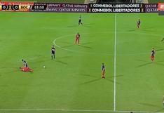 Agarrón, disputa y derribo: el foul que recibió Carlos Zambrano por la Copa Libertadores