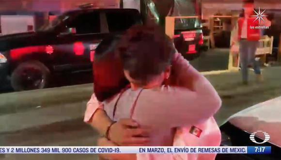 El momento del encuentro entre la señora Perla Bedolla y su hijo Alejandro Porcayo fue captado por las cámaras de Televisa. (Captura / Televisa)