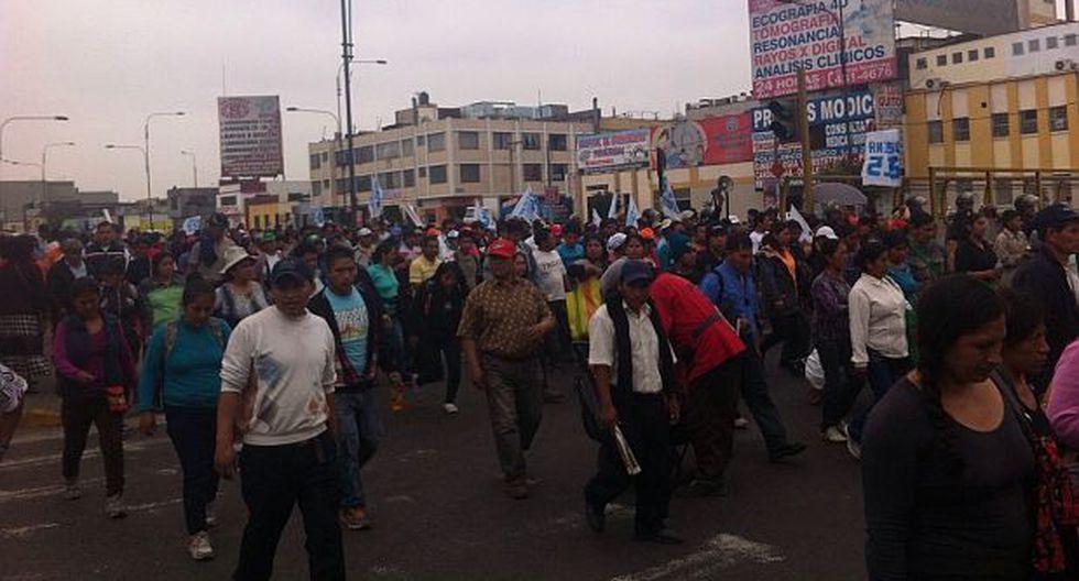 Pobladores de SJM y Villa María marcharon por el Cercado - 2