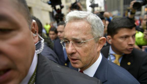 El ex presidente de Colombia y senador Álvaro Uribe llega al Palacio de Justicia para una audiencia ante la Corte Suprema el 8 de octubre de 2019. (Foto: Raúl ARBOLEDA / AFP).