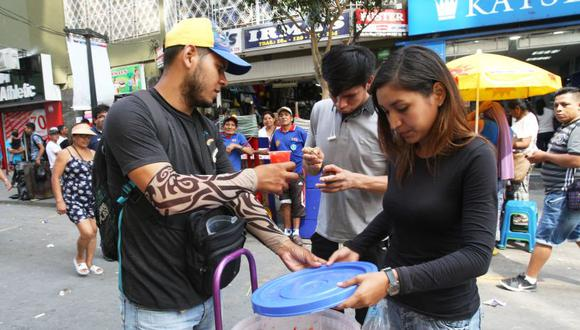 Comuna distrital insta a ciudadanos venezolanos a dejar el comercio ambulatorio en el emporio comercial de Gamarra, en La Victoria. (USI)