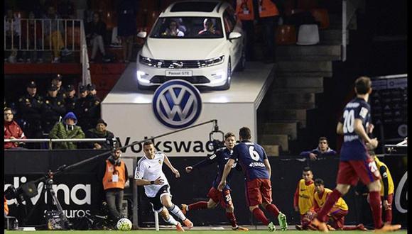 Volskwagen Passat se convirtió en palco de estadio