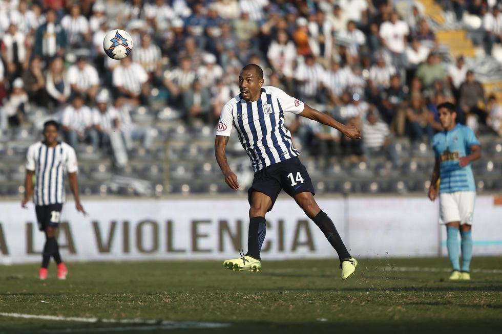 Luis Ramírez convirtió uno de los mejores goles del 2017 | Foto: GEC