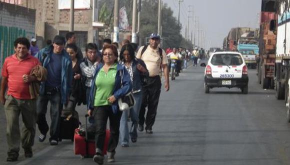 Chofer abandona a pasajeros para evitar ser multado