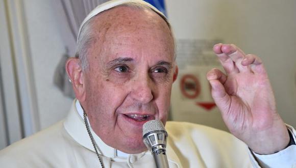"""""""La crianza responsable obliga a que las parejas controlen los nacimientos de sus hijos"""", dijo el pontífice  durante su viaje de regreso a Roma procedente de Filipinas. (Foto: AP)"""
