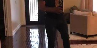 Mike Tyson sufre aparatosa caída desde un hoverboard