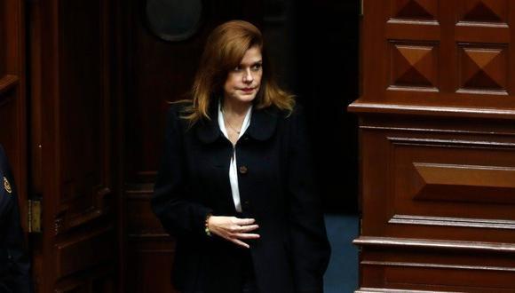 Mercedes Araoz presentó una carta de renuncia ante el presidente de la Comisión Permanente, Pedro Olaechea, luego de la disolución del Congreso. (Foto: GEC)