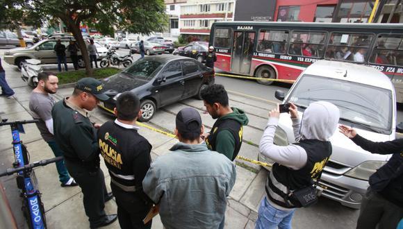 Cambista fue asaltado y golpeado en la Av. 28 de julio, en Miraflores. Lo trasladaron al Hospital Casimiro Ulloa (Foto: Andrés Paredes).