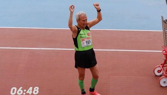 Manuel Alonso ha logrado su tercer récord del mundo de 800 metros en la categoría +85 de atletismo. (Foto: YouTube | La Bolsa del Corredor)