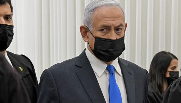 El primer ministro de Israel, Benjamin Netanyahu, asiste a una audiencia en su juicio por corrupción en el tribunal de distrito de Jerusalén. (Foto de Reuven Castro / POOL / AFP).