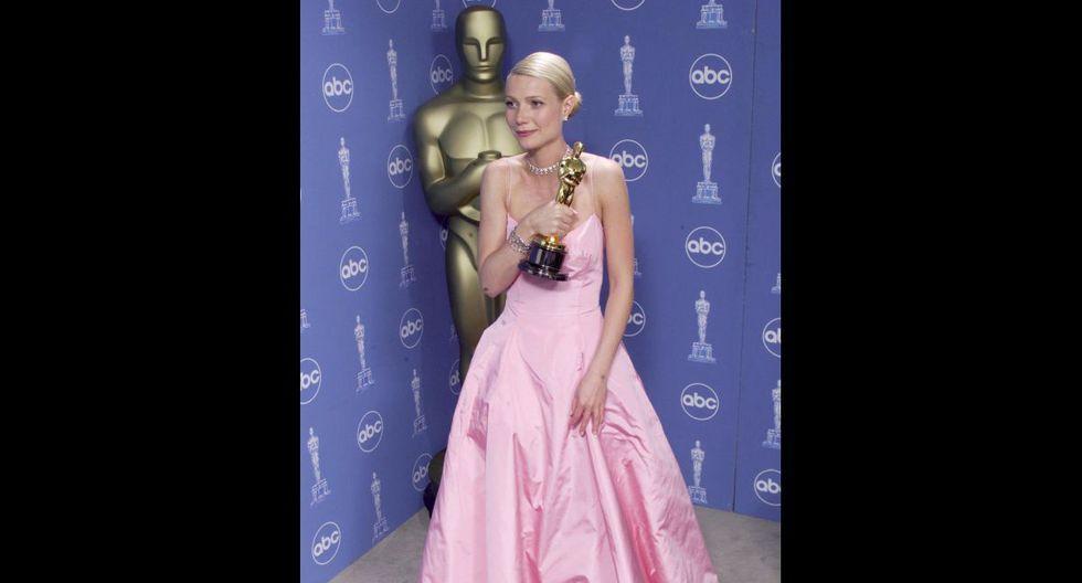 """La actriz Gwyneth Paltrow ganó un Oscar en 1999 por su papel principal en """"Shakespear in Love"""", pero el principal debate sobre su presencia esa noche es el vestido rosa de Ralph Lauren que utilizó para la ocasión. (Foto: Reuters)"""