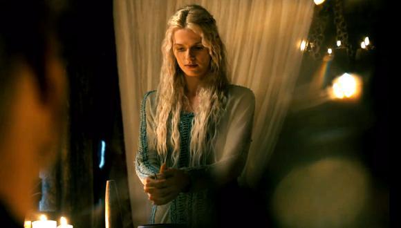 Como se sentía culpable por su muerte, Hvitserk visitó el santuario de Bjorn para rendirle homenaje y pedirle perdón, cuando supuestamente apareció la diosa de la juventud Idun  (Foto: Netflix)