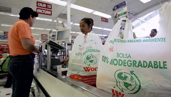 Se buscará prohibir el uso de bolsas pequeñas que solo se pueden utilizar una vez, como las que entregan en establecimientos comerciales. (Foto: El Comercio)