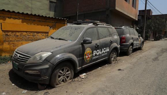 Según la contraloría, el 40% de los patrulleros en Lima están inoperativos. En el Callao, la cifra llega al 36%. En la imagen, dos patrulleros en mal estado en la comisaría José Carlos Mariátegui en Villa María del Triunfo.