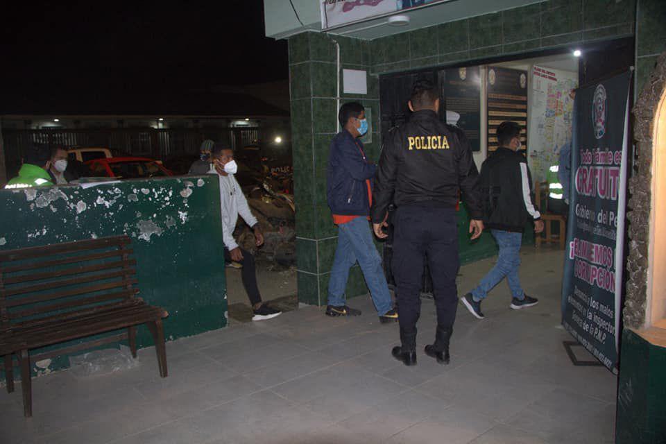 Trujillo: Más de 32 personas se olvidan del COVID-19 y hasta sacan sillas a la calle para tomar (Foto: Municipalidad de Victor Larco)
