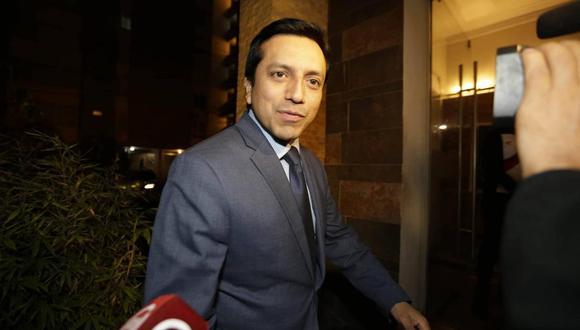 """""""Tenemos que trabajar. Tenemos un presidente y estamos obligados a apoyar"""", dijo el legislador Gilbert Violeta (Peruanos por el Kambio) al finalizar el encuentro. (Foto: Alonso Chero/ El Comercio)"""