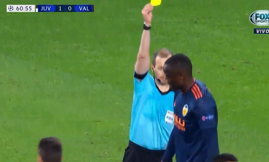 Juventus vs. Valencia EN VIVO: le anularon gol por usar la mano, le mostraron la amarilla y se rió | VIDEO. (Foto: Captura de video)