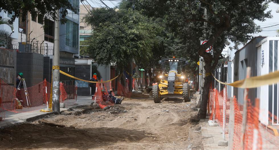 Un árbol derribado, otro a punto de caer, daños a cañerías que causaron cortes del servicio; son algunas de las principales molestias que han experimentado los vecinos de Miraflores y por lo que consultamos a las autoridades municipales. (Foto: Mario Zapata / El Comercio)