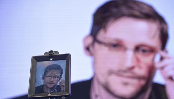 """Edward Snowden pronuncia discurso en video conferencia durante las """"Conferencias de Estoril - Desafíos globales de respuestas locales"""" celebradas en Estoril, en las afueras de Lisboa. (Foto: AFP)"""