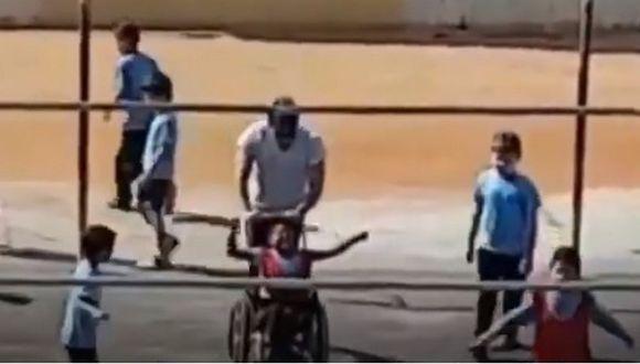 Niño en silla de ruedas celebrando el gol. (UOL/Twitter)