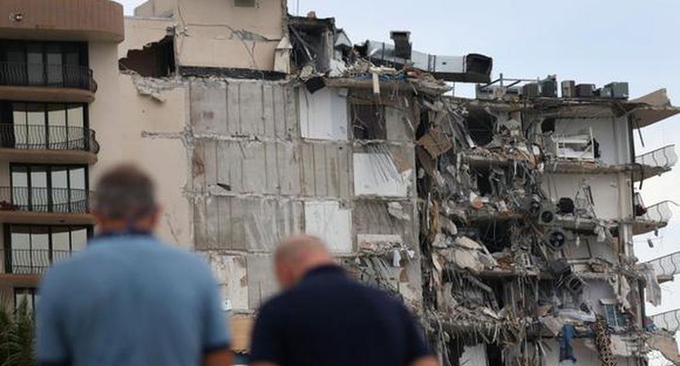 Decenas de personas siguen desaparecidas tras el derrumbe parcial de un edificio de viviendas de 12 pisos que sucedió este jueves en Surfside, ubicado en el condado de Miami-Dade, Florida. (Foto: Joe Raedle / Getty Images / AFP).